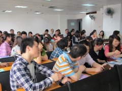 深圳成人高考考生在大学