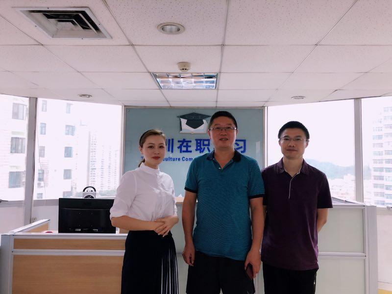湘潭大学继续教育学院领导合照