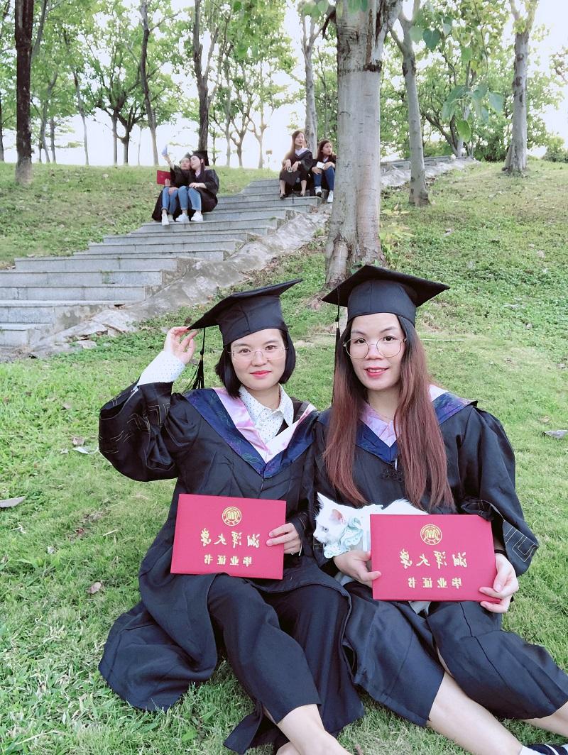 成人高考毕业照我们毕业了